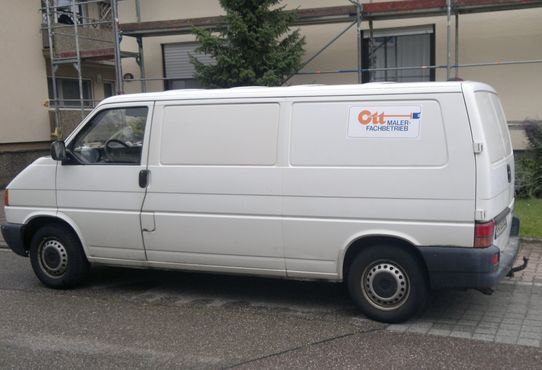 Logo nur ganz klein auf dem Auto