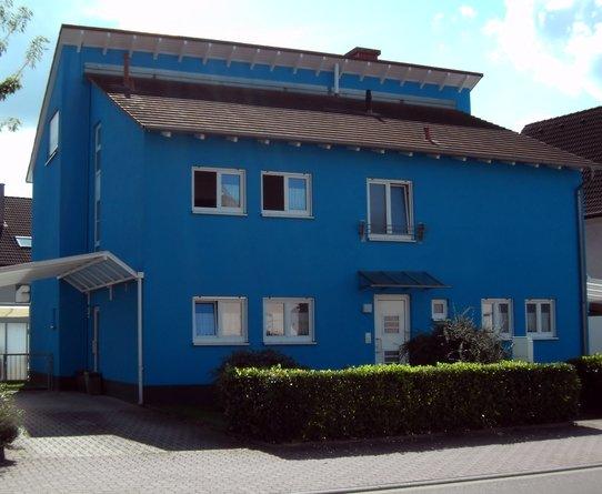 Das knallblaue Haus