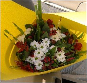 Entschuldigung mit Blumenstrauß