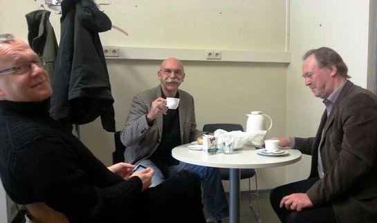 Kaffeepause im Lehrerzimmer. Links Eberhard Schilling, rechts Frank Gauss