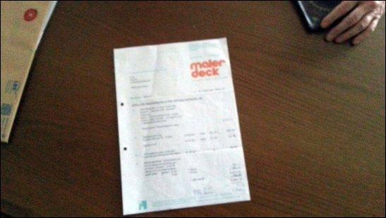 Rechnung von 1978 auf Wohnzimmertisch