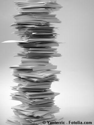 Schreibtisch voller akten  Was Ihre Schreibtisch-Ordnung über Sie verrät - malerdeck | Ihr ...